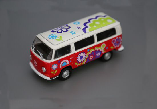Kids 1:36 Scale Flower Patterns Die-Cast 1972 VW T2 Bus Toy