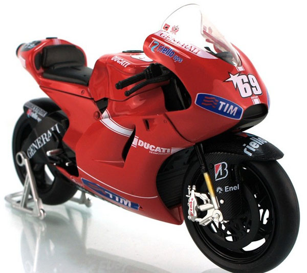 Red 1:12 Scale NO. 69 DUCATI Desmosedici RR GP Motorcycle