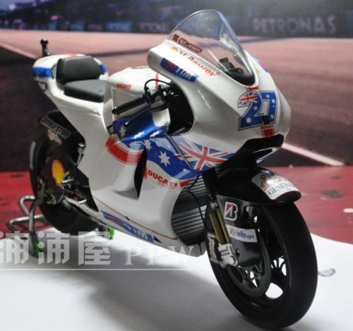 White 1:12 Scale MINICHAMPS DUCATI Desmosedici 2009 Model