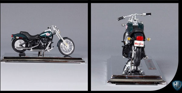 Black 1:18 Scale Harley Davidson 2002 FXSTB Night Train