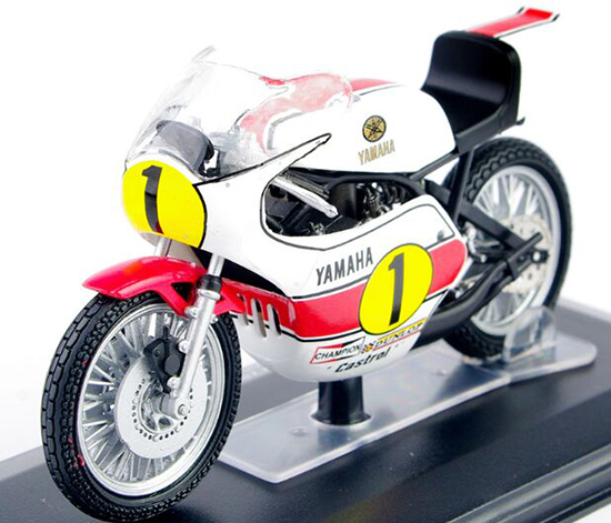 White-Red 1:22 Scale ITALERI Yamaha YZR OW23 500CC