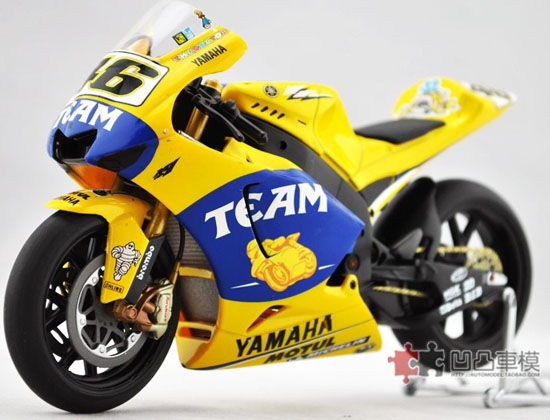 Yellow 1:12 Scale IXO YAMAHA 2004 YZR-M1 Model