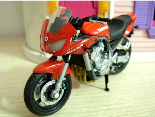 1 18 scale red solidos yamaha fazer motorcycle mc07b030. Black Bedroom Furniture Sets. Home Design Ideas