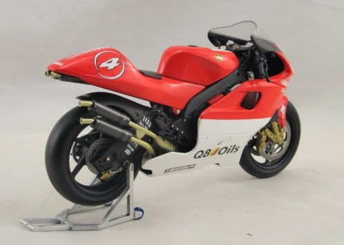 1:12 Scale Red YAMAHA YZR 500 Motorcycle Model