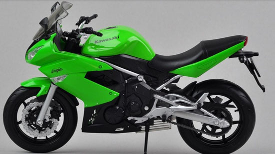 Green / Red 1:10 Scale Welly Diecast Kawasaki Ninja 650R