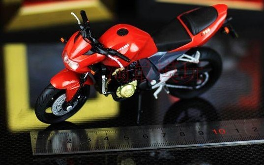 Red Solido 1:18 Scale Kawasaki Z 750 Motorcycle