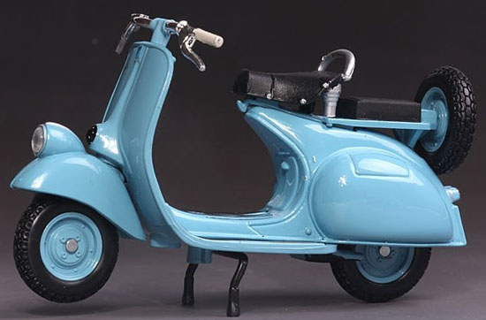 1:18 Scale White / Blue MaiSto Vespa 125 Motorcycle Model