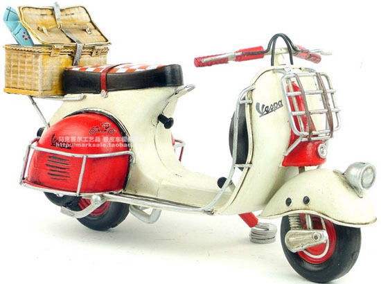 White-Red Large Scale Tinplate 1959 Vespa Model