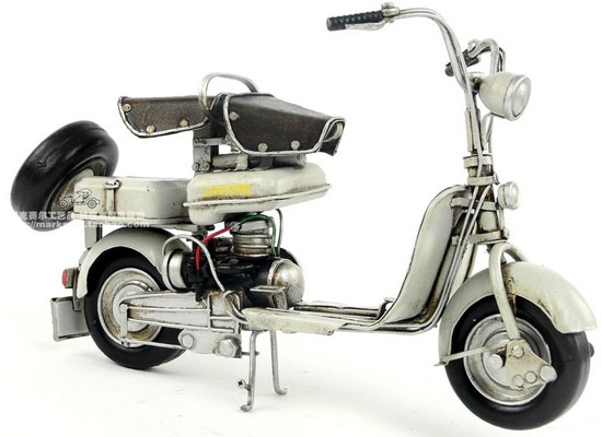 Vintage White-Black 1:12 Scale 1954 Lambretta Model