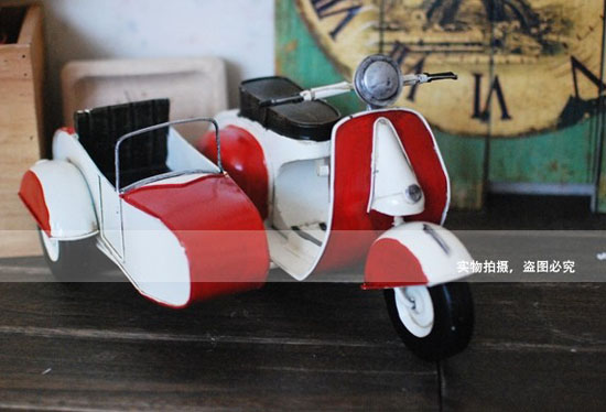 Red-White Tinplate Vintage Vespa Model