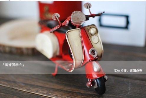 Small Size Red-White Vintage Tinplate Vespa Model