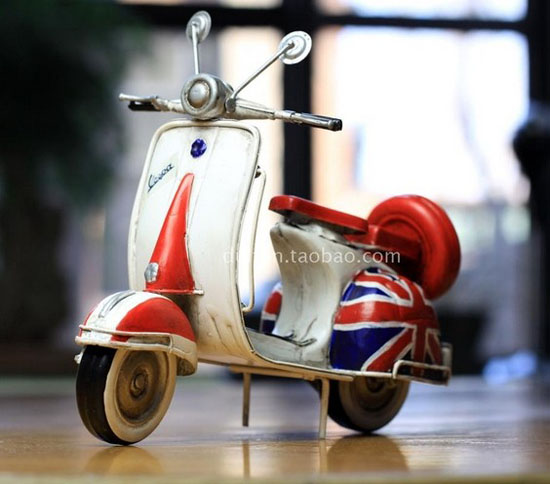 Red-White National Flag Tinplate Vintage Vespa Model