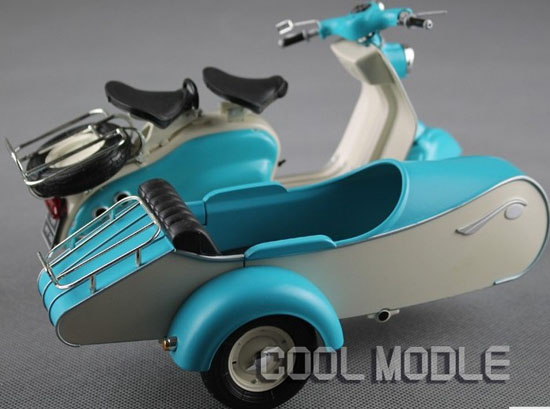 Blue-White 1:10 Scale Solido Lambretta LD 125 Model