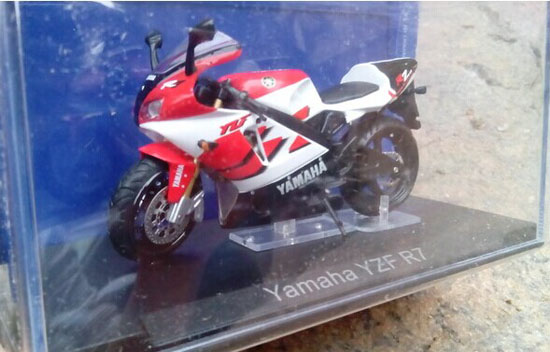 Red 1:18 Scale Diecast Yamaha YZF R7 Motorcycle Model