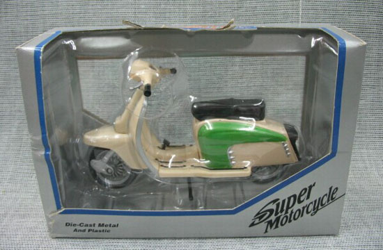 1:18 Scale Creamy White Die-Cast Vespa Model
