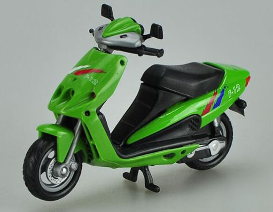 Green 1:18 Scale Die-Cast Vespa Scooter Model