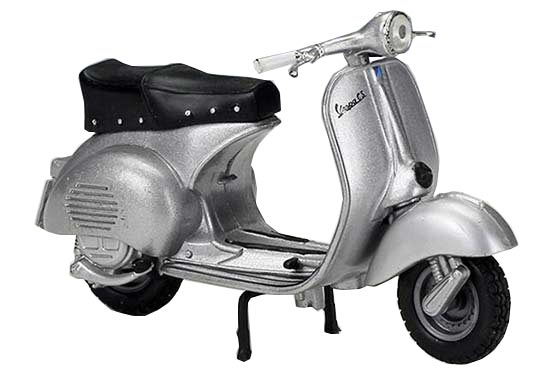 Silver 1:18 Maisto Diecast 1955 Vespa 150 GS Scooter Model