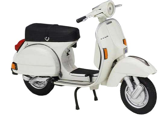 1:18 Scale White Diecast 1978 Vespa P200E Scooter Model