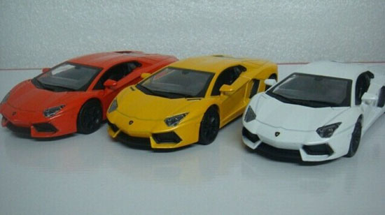 1:32 White / Red / Yellow Diecast Lamborghini Aventador LP700-4