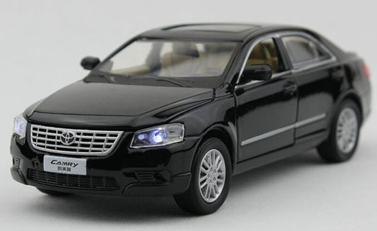 Black / White Kids 1:32 Scale Diecast Toyota Camry Toy