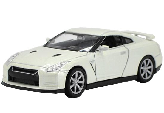 Welly 1:36 Scale White Kids Diecast Nissan GT-R Toy
